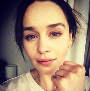 Emilia Clarke sin maquillar