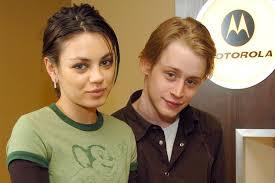 Mila Kunis y Macaulay