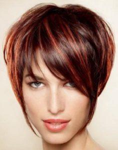 mechas rojas pelo corto