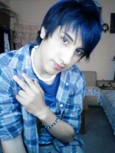 mechas azules chicos
