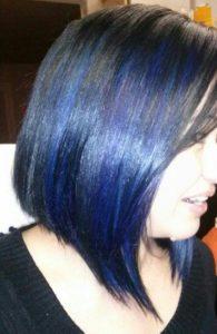 mechas azules en pelo corto