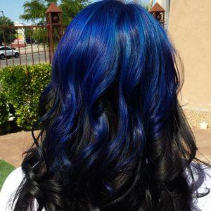 mechas azules en pelo largo