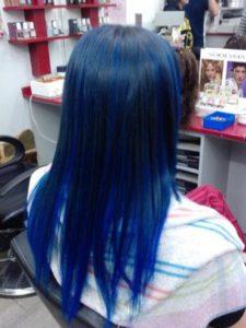 mechas azules para pelo largo