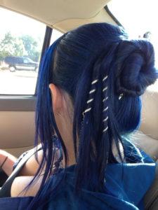 peinados con mechas azules