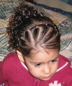 peinados sencillos pelo rizado niñas