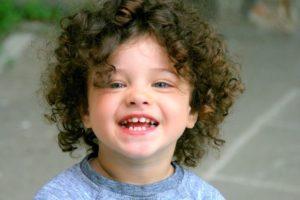 cortes de pelo rizado para niños