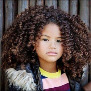 cortes de pelo para niñas pelo rizado