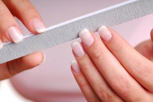 como quitar uñas de gel
