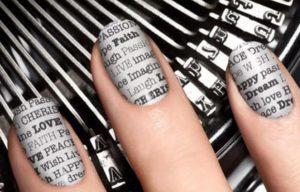 diseños de uñas con periodico