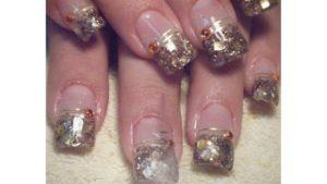 uñas de gel decoradas con cintillas