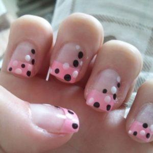 uñas decoradas con polka dots