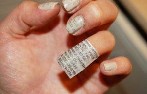 uñas decoradas con papel periodico