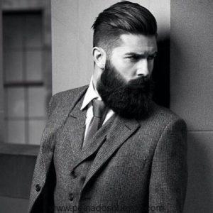 Cabello con corte clásico y barba abundante