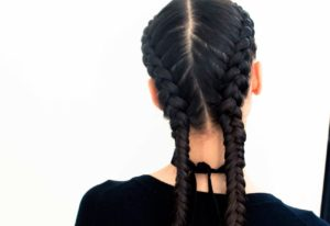 Cola de cabello con trenzado doble