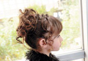 El tirabuzón se convierte en un peinado para las niñas
