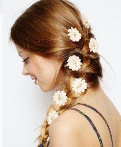 Ideas para peinarte usando flores