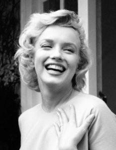 Marilyn Monroe y las ondas al agua