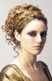 Peinado griego con adorno