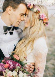 Peinados con flores para tu boda